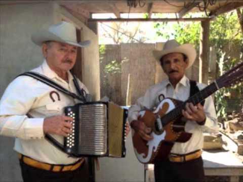 CHeyo y Trino LA CHIVA COLGADA
