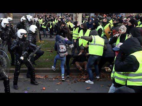 شاهد: اعتقال المئات من محتجي السترات الصفراء في بلجيكا  - 23:53-2018 / 12 / 8