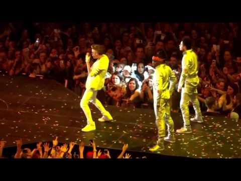 Justin Bieber live concert - So crazy crowd