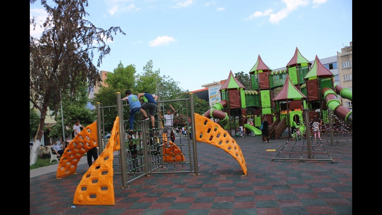 Kademeli normalleşme sonrası parklar çocuklarla şenlendi