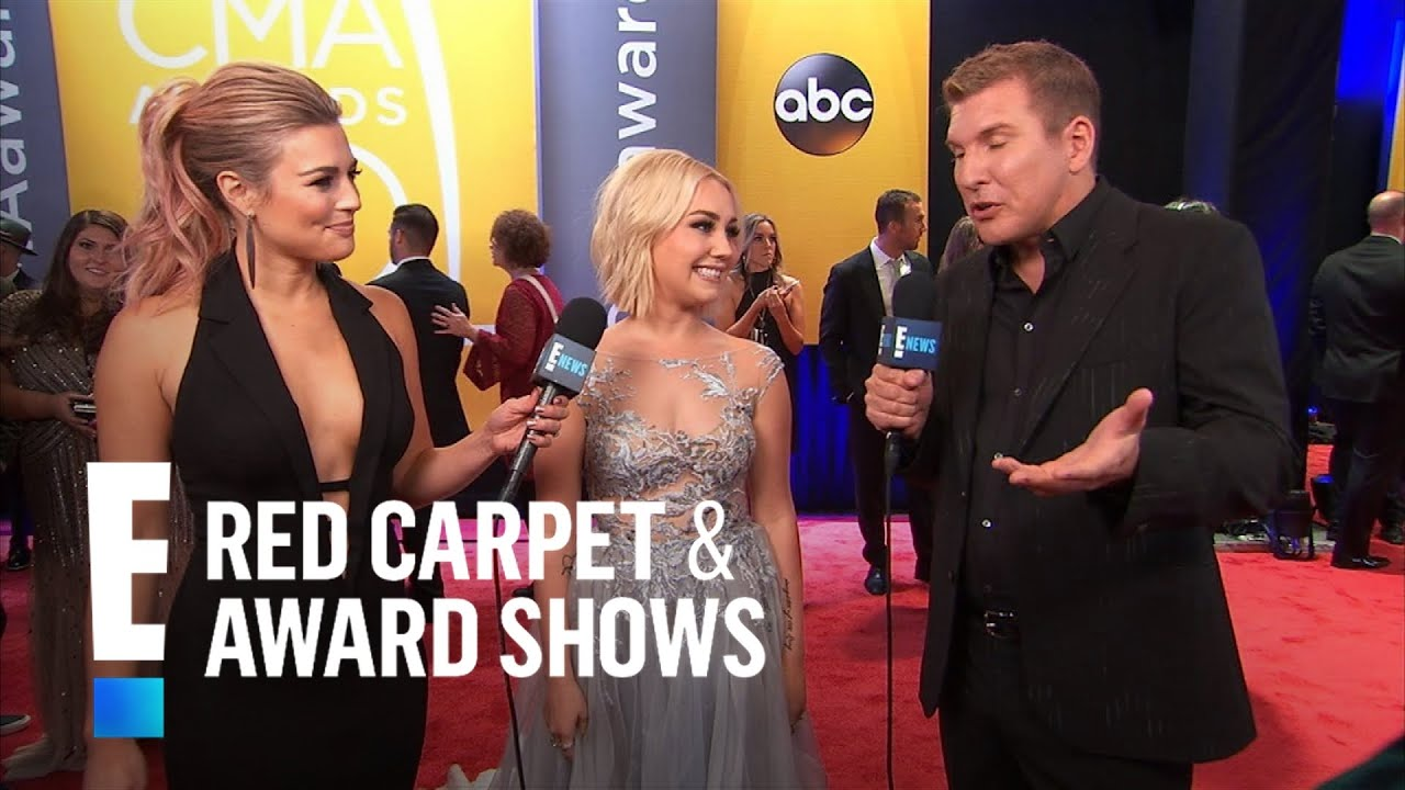 Raelynn remembers her first cma awards e red carpet award shows youtube - Watch e red carpet online ...