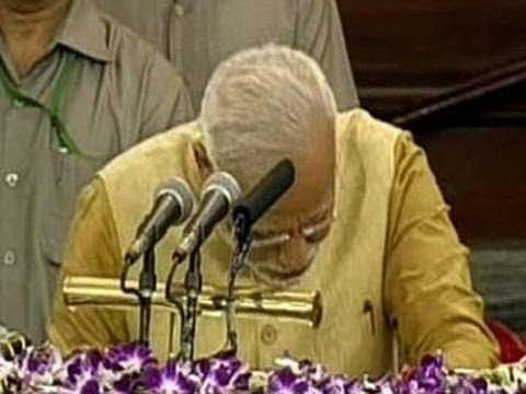 Narendra Modi cries, bows down before Parliament  in his first speech