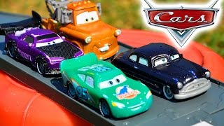 ТАЧКИ. Машинки ТАЧКИ меняют цвет в воде. Молния Маквин, Мэтр и другие ТАЧКИ 2 CARS. Игрушки ТВ