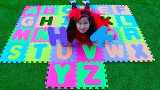 Jannie Pretend Play Learn Alphabet to the English ABC Song