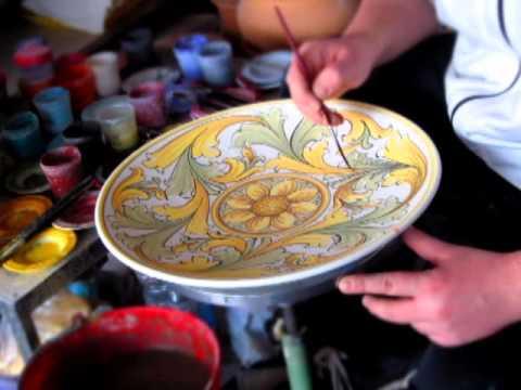 Decorazione ceramica decorazione di un piatto 2 youtube for Decorazione ceramica
