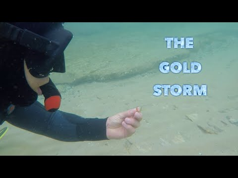 Underwater Metal Detecting (Crazy Storm) Lost Gold Treasures Found Everywhere