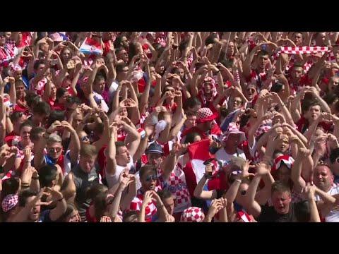 Malgré la défaite contre les Bleus, les Croates célèbrent leur équipe de retour à Zagreb !
