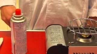 小学生に実験用ガスコンロの正しい使い方を解説しています。 理科の授業...