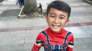 Ziyan Cosplay Jadi Spiderman