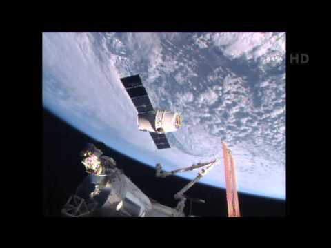 SpaceX Dragon CRS-6 Rendezvous and Grapple by ISS