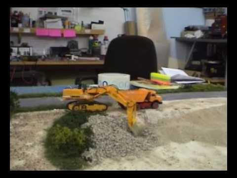 Liebherr R962 ferngesteuert im Maßstab 1/87 in Action -- Video1