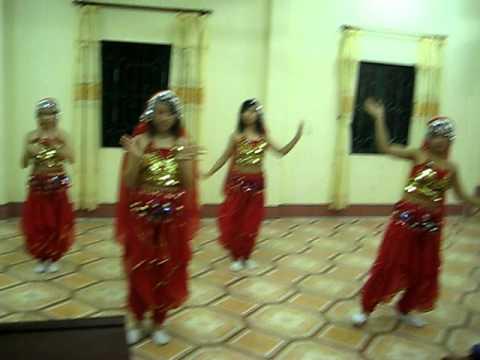 Múa Ấn Độ lớp 11Anh THPT Chuyên Hà Giang (03/2011)
