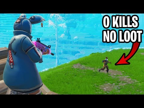 i got a free win by pretending to be a noob on fortnite... (i did nothing ALL GAME!)