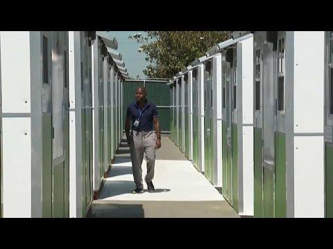 شاهد: بيوت صغيرة جداً في لوس أنجليس تؤوي المشردين موقتا  - 10:54-2021 / 7 / 19