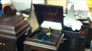 "DIPPERMOUTH BLUES by Muggsy Spanier Ragtime Band on ""L"" Door Victrola"