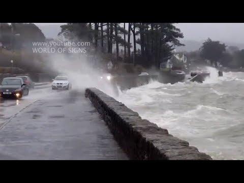 Шторм Хорхе обрушился на Ирландию дождями и ураганным ветром