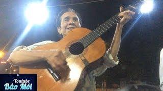 Ông lão đánh đàn hát Căn nhà ngoại ô khiến nhiều người xúc động  - Tin Tức Mới