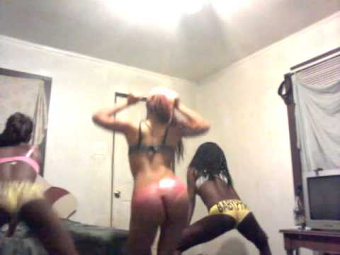 Black girls fighting at the waffle houseKaynak: YouTube · Süre: 2 dakika41 saniye