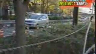 大阪鶴見区で中国人が不法に道路を占拠 違法商売の上、カメラマンに暴行...