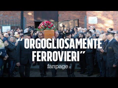 Treno deragliato, colleghi commossi ai funerali di Mario Dicuonzo: 'Orgogliosi di essere ferrovieri'