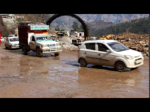 Poor condition of Jammu Srinagar National Highway from Patnitop to Jawahar tunnel  10