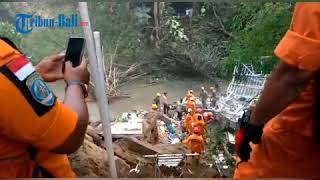 Download Video BREAKINGNEWS: 4 Orang Masih Tertimbun Tanah Longsor di Gianyar MP3 3GP MP4
