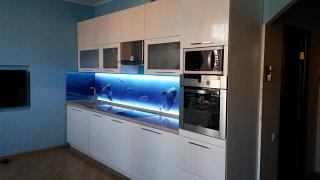 видео Дизайн кухни - Кухонные фасады: сравнение материалов