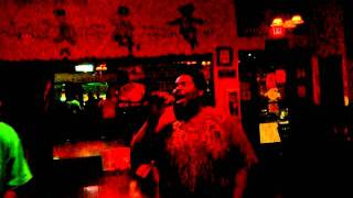 Kyro sings