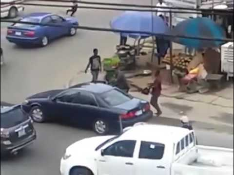 SHOCKING VIDEO  Daylight robbery in Port Harcourt