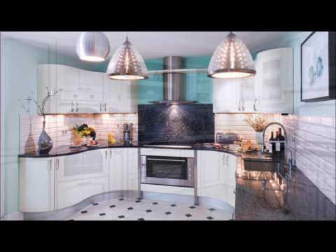 Фото примеры оформления белой кухни с черной столешницей