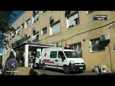 Falta de pagamento faz médicos suspenderem partos em hospital do RS | SBT Notícias (02/11/17)