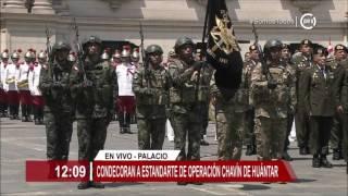 Presidente Kuczynski condecoró al estandarte de operación Chavín de Huántar