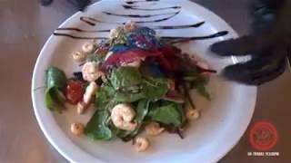 Теплий салат з креветками та соусом чімічурі від кухаря Паб