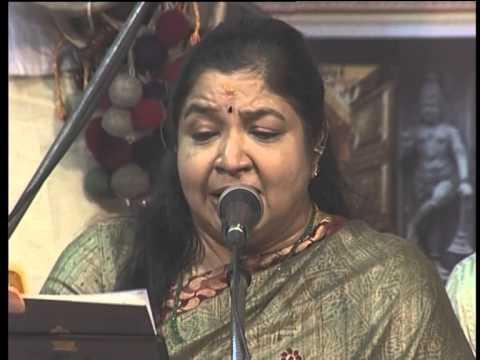 K S CHITHRA @Peringottukara Devasthanam Dakshinamurthi Music Fest 2013