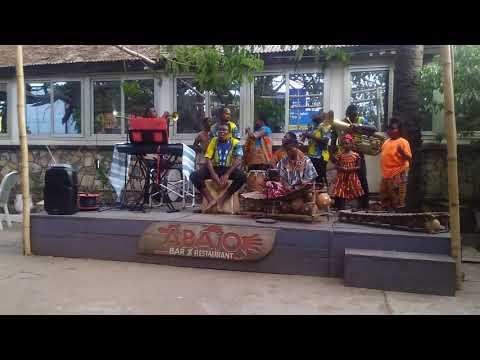 Kwaku and Akosua background dance performance