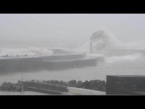 台風10号 高波が押し寄せる安芸漁港 増水した安田川 高知県