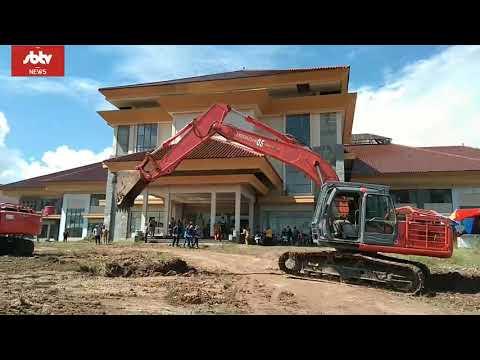 Bupati Kotabaru membersihkan lokasi rumah sakit baru itu bersama jajarannya dan Forkopimda