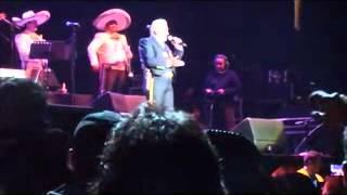 Vicente Fernandez - Estos Celos , Que de Raro tiene, ACA ENTRE NOS (CHILE 2012)