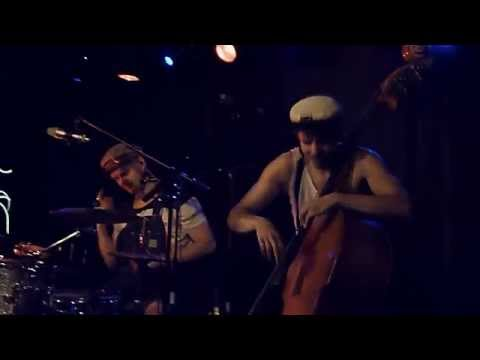 Steve'n'Seagulls - You Shook Me All Night Long