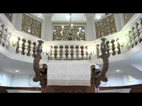 Prayers with an Italian flavor in Jerusalem - YouTube