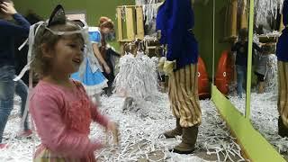 Бумажное шоу на детском празднике