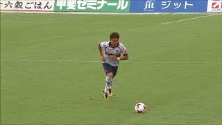 ゴール前でフリーになった丸山 祐市(FC東京)が左後方からのFKを頭で叩...