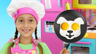 София играет в Кафе, Child Sofia pretend play Toy Cafe and Pizza Delivery