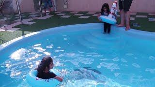 القفز في المسبح استراحة العيد