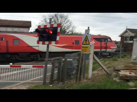 (720p) Grove Road Level Crossing (22/04/16)