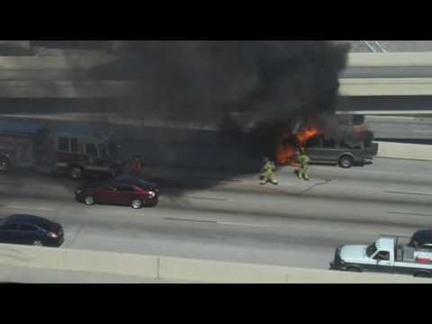 Houston Fire Department Station 3 in action / Car fire on I-610