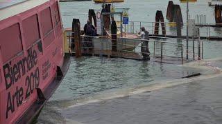 Acqua alta a Venezia, in arrivo una nuova marea: le sirene suonano ancora
