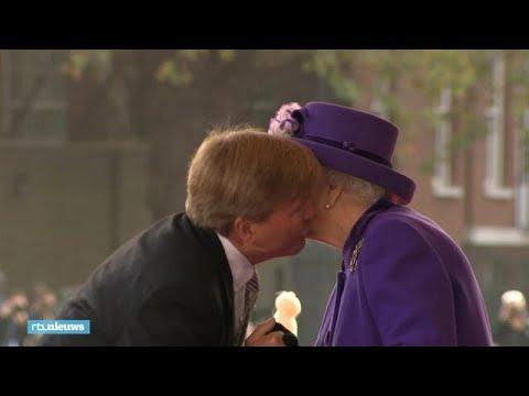 Zoenen van onze koning voor The Queen - RTL NIEUWS