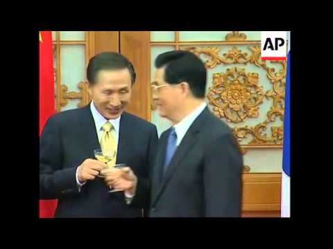 SKorean President Lee Myung-bak arrives