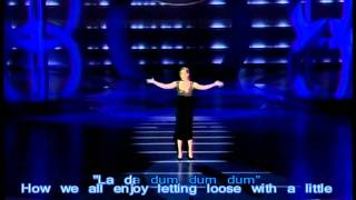 Amy Adams Sings at Oscars (Happy working song) HD (sing-along)